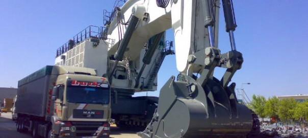 Large Mobile Hydraulic Cylinders on Mining Shovel